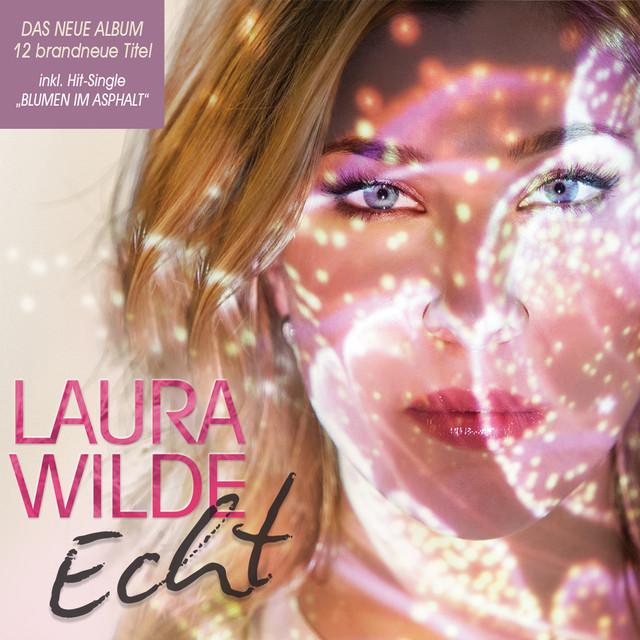 Blumen im Asphalt - Laura Wilde